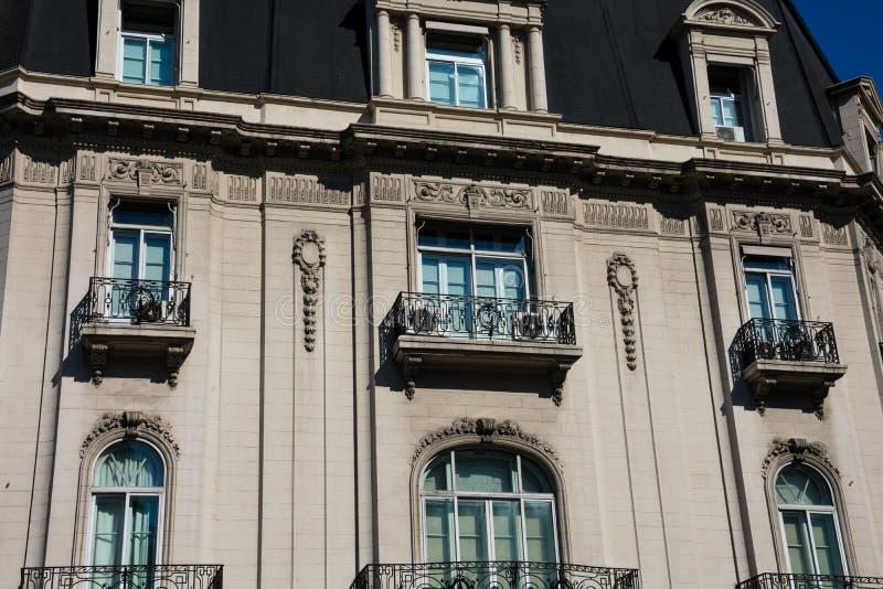 Altbaufassade nahe Mai-Quadrat Plaza de Mayo lizenzfreie stockfotografie