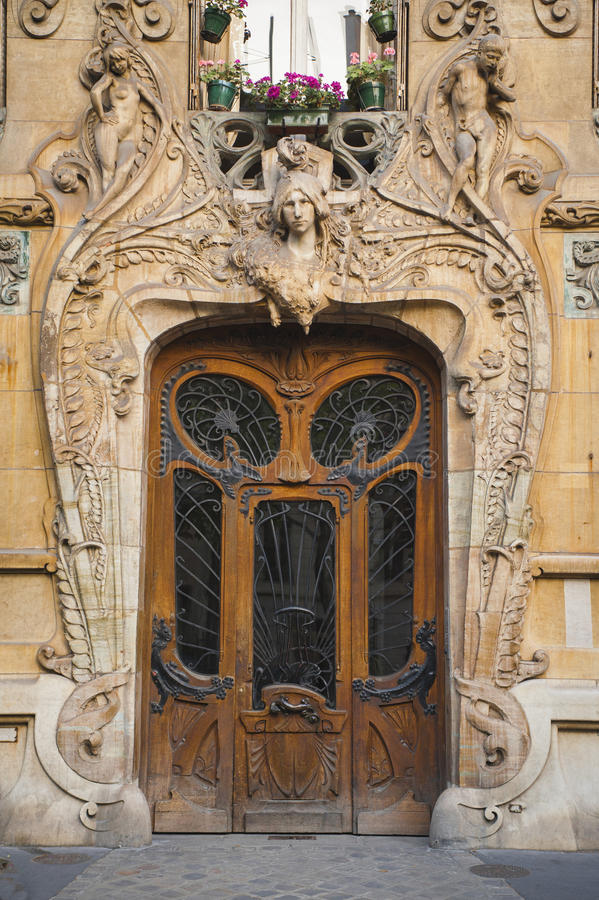 Alte Galankünste Türen in Paris, Frankreich stockbilder