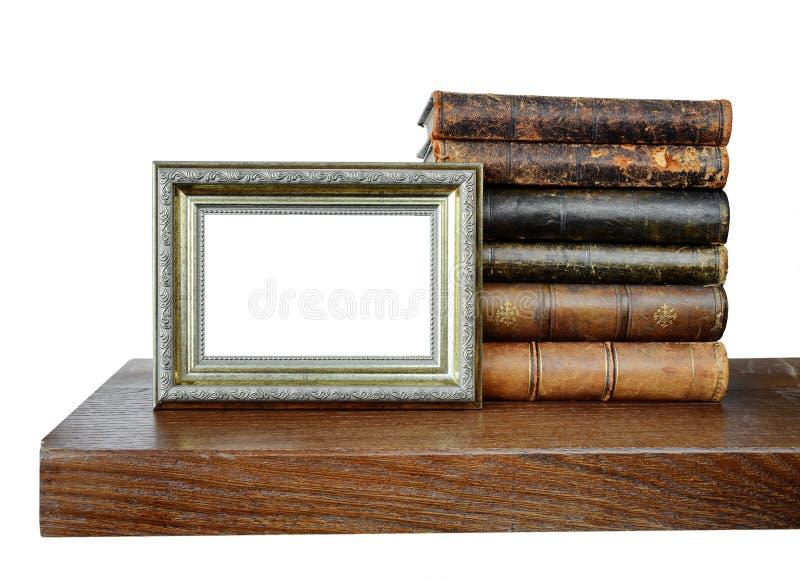 Alte Bücher und ein antiker Fotorahmen lizenzfreie stockfotos