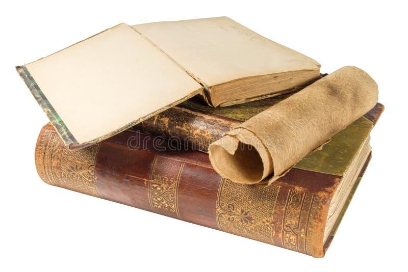Alte Bücher und Papierrolle lizenzfreie stockfotos