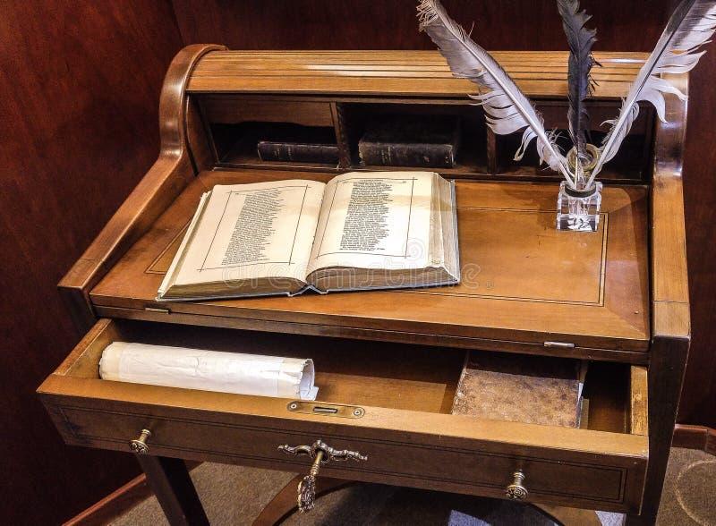 Alte Büromöbel stockfoto. Bild von künstler, geschichte - 90068556