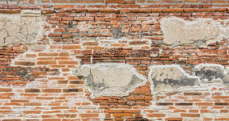 Alte Backsteinmauer bei Wat Mahathat stockfoto