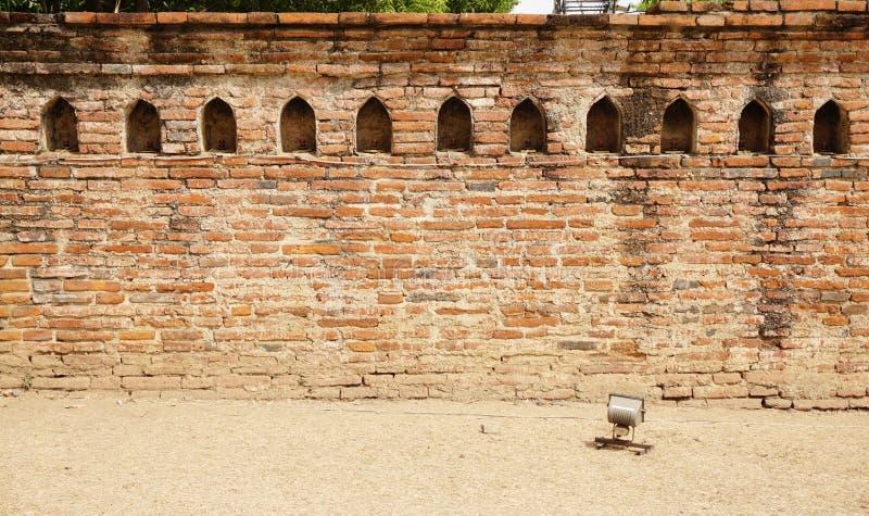 Alte Backsteinmauer mit traditioneller Nische lizenzfreie stockfotos