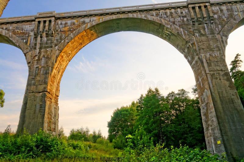 Alte Bahnviadukte in Stanczyki stockfotografie