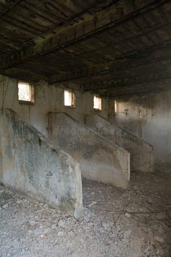 Alte belichtete Scheunenställe der britischen Armee lizenzfreie stockfotografie
