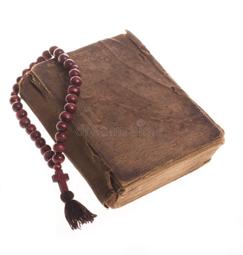 Download Alte Bibel und Rosenbeet stockbild. Bild von hoffnung - 26364917