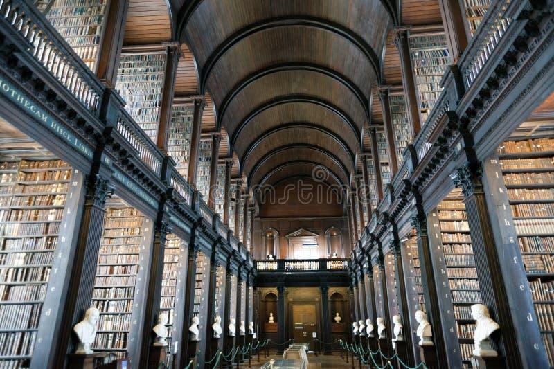 Alte Bibliothek, Dreiheits-College, Dublin, Irland stockfotos