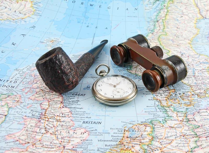 Alte Binokel, Taschenuhren und Rohr stockbild