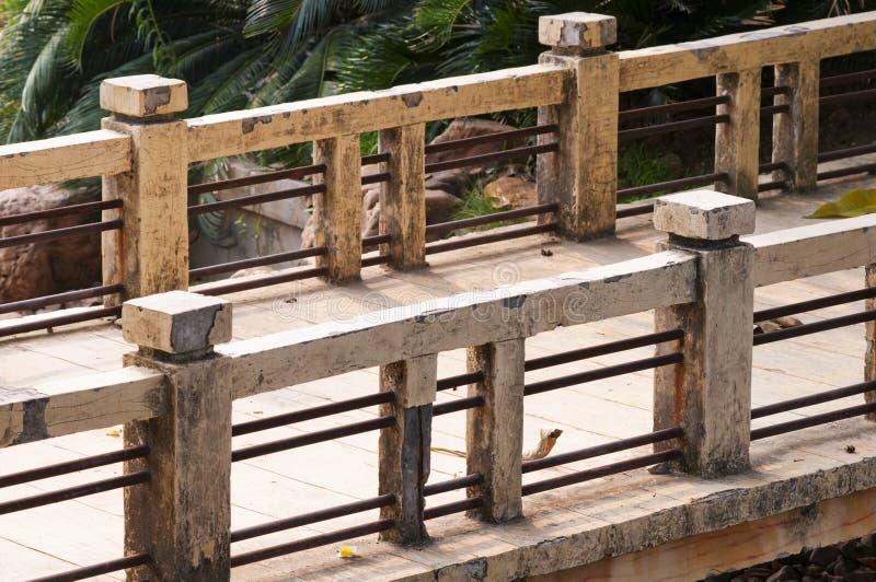 Download Alte Brücke stockbild. Bild von moosig, moos, retro, bäume - 26368731