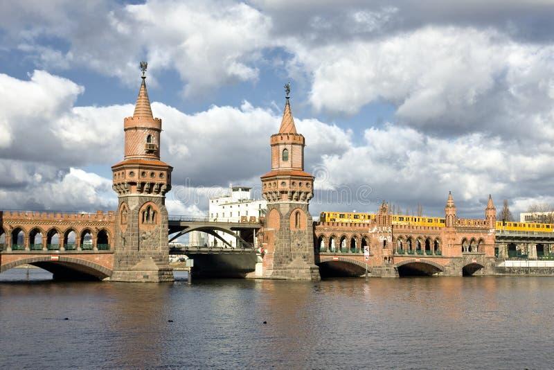 Alte Brücke in Berlin stockfotos