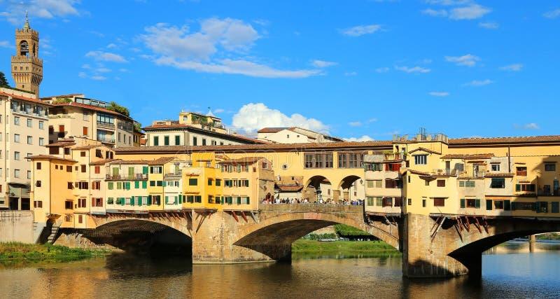 Alte Brücke nannte Ponte Vecchio in Florenz in Italien über dem Arno R stockfoto