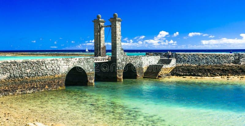 Alte Brücke und Meer in Arrecife, Lanzarote, Spanien stockfoto