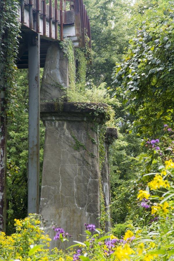 Alte Brückenunterstützung lizenzfreie stockbilder