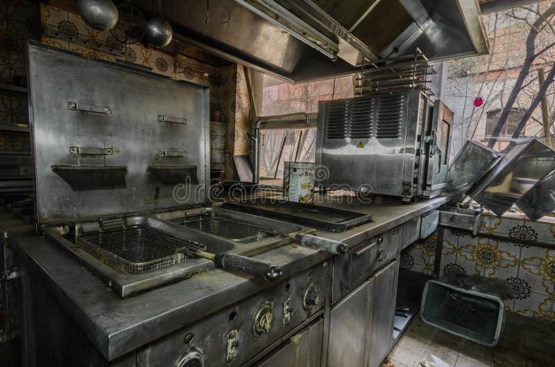 Alte Bratpfanne in einer Küche lizenzfreies stockfoto