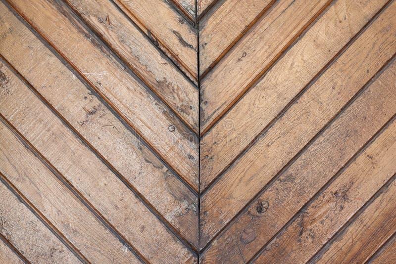Alte Bretter werden befinden sich an der Diagonale und lackiert stockbild