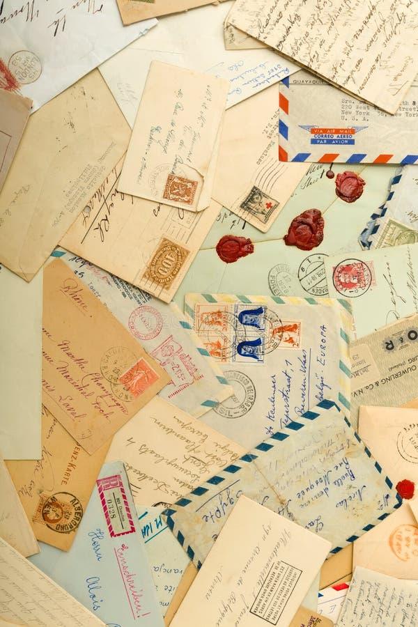 Alte Buchstaben und Umschläge lizenzfreie stockfotografie