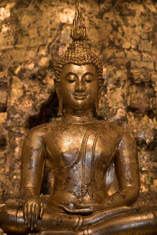 Alte Buddha-Statue stockbilder