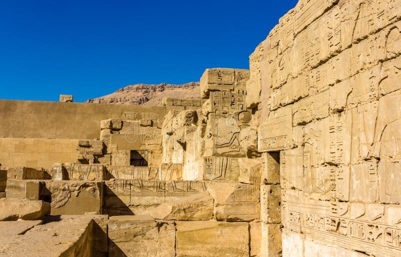 Alte Carvings im Totentempel von Ramses III nahe Luxo stockfoto