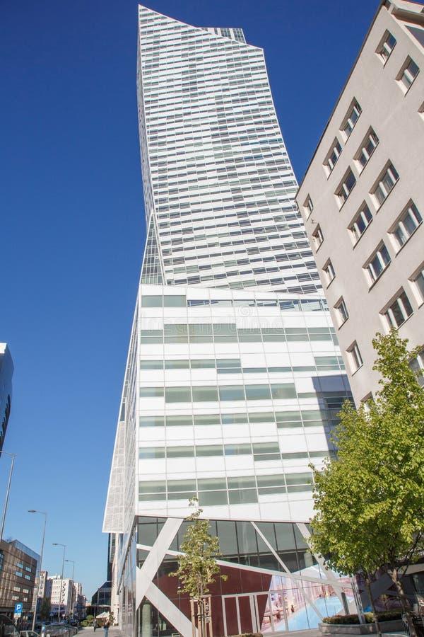Alte costruzioni nel centro urbano Centro di affari a Varsavia Grattacieli Zlota 44 fotografia stock libera da diritti