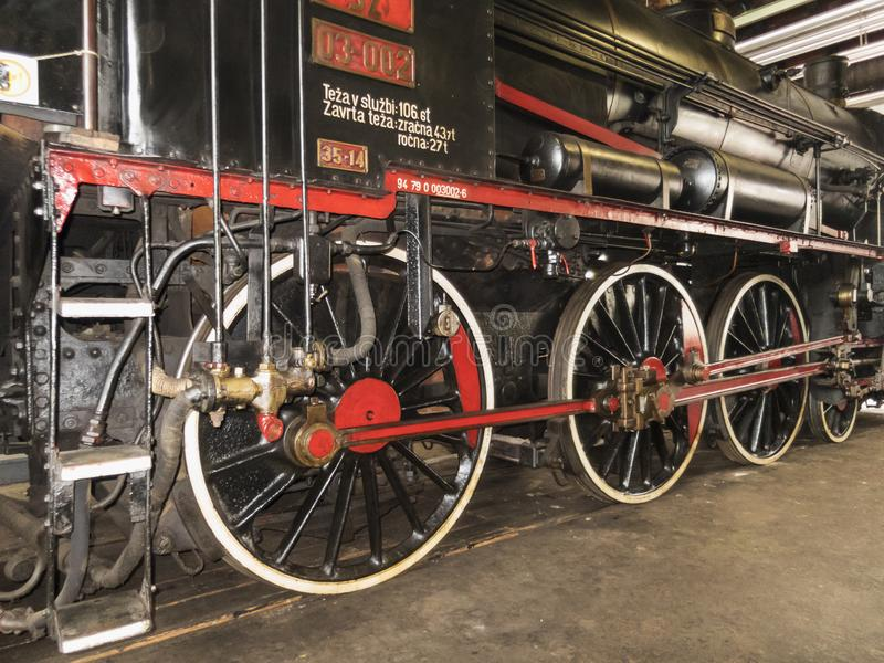 Alte Dampflokomotiveisenbahnmaschine lizenzfreie stockfotos