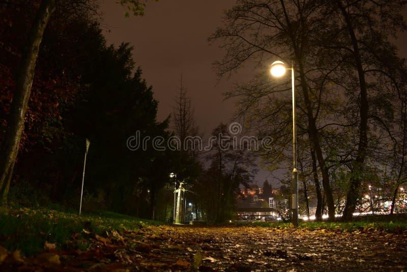 Alte deutsche Stadt nachts lizenzfreie stockfotografie