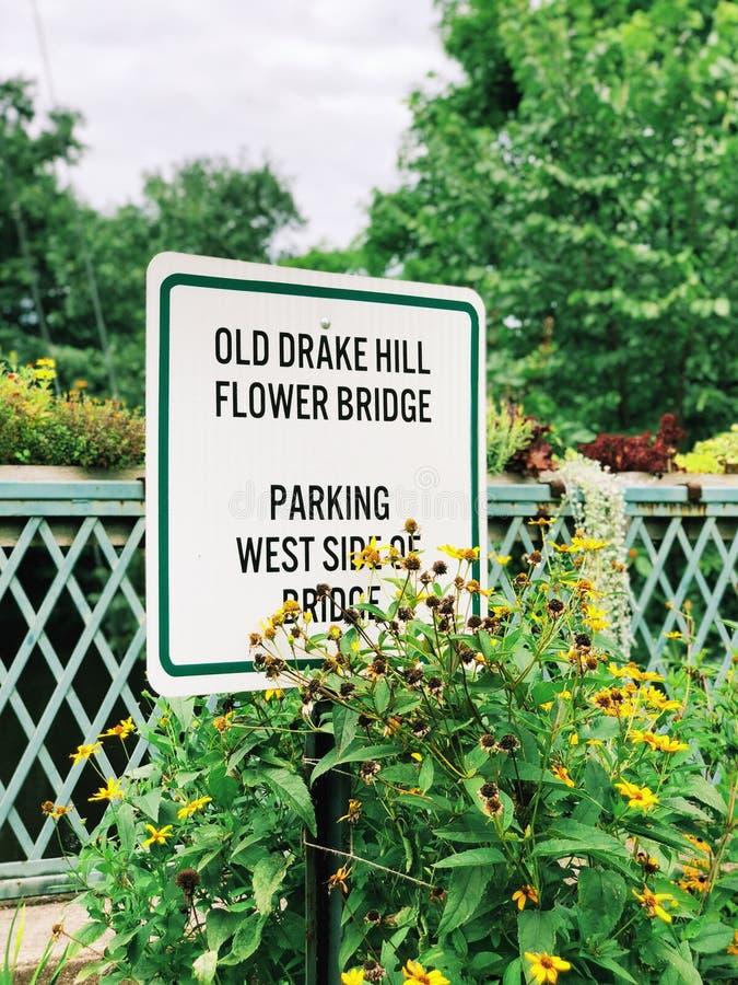 Alte Drake Hill Flower Bridge-Sig stockfotografie