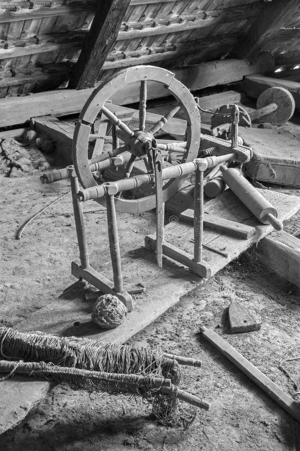 Alte Drehorgel auf dem Billet des Dorfhauses stockfotografie
