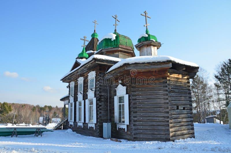 Alte Dreiheit Troitskaya-Kirche vom Dorf von Dyadino im Dorf von Taltsy, Irkutsk-Region, Russland lizenzfreie stockfotografie