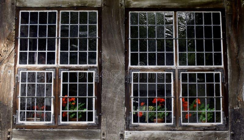 Alte dunkle Fenster, ein genauer Blick Architektur von Europa 3d ?bertrug Abbildung stockfotos