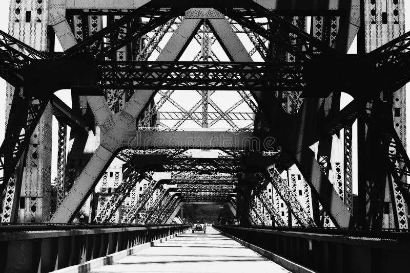 Download Alte Eisen-Brücke stockbild. Bild von eisen, foto, wiederherstellung - 49737