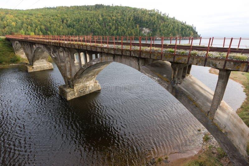 Alte Eisenbahnbrücke stockbild