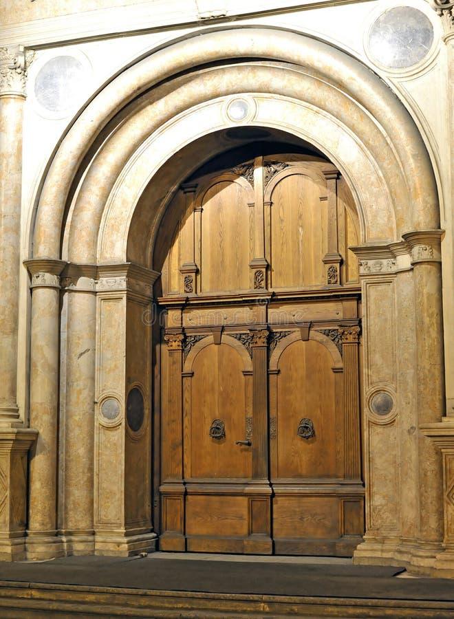 Alte elegante Tür lizenzfreie stockbilder