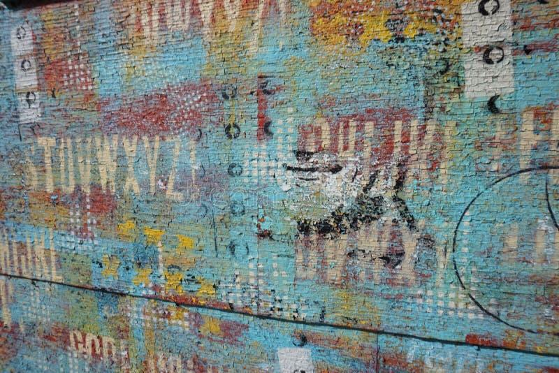 Alte Farbe auf einer alten Wand stockbilder