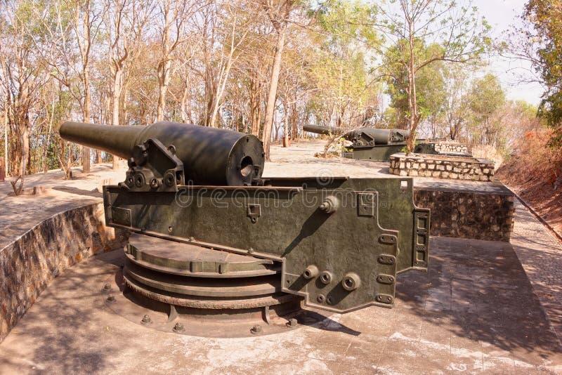 Alte Festung mit alten Kanonen in Vung Tau Mountain - Vietnam stockbild