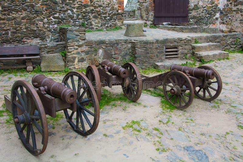 Alte Feuerwaffen, bis heute konserviert Ausstellung im Schloss von Bolkow Polen lizenzfreie stockbilder