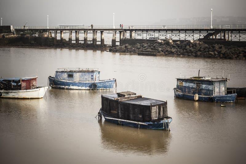 Alte Fischerboote in Nervions-Fluss Santurtzi, Baskenland, Spai lizenzfreies stockfoto