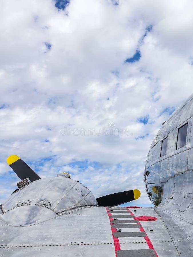 Alte Flugzeuge, TP 79 Douglas DC-3 Dakota lizenzfreie stockfotos