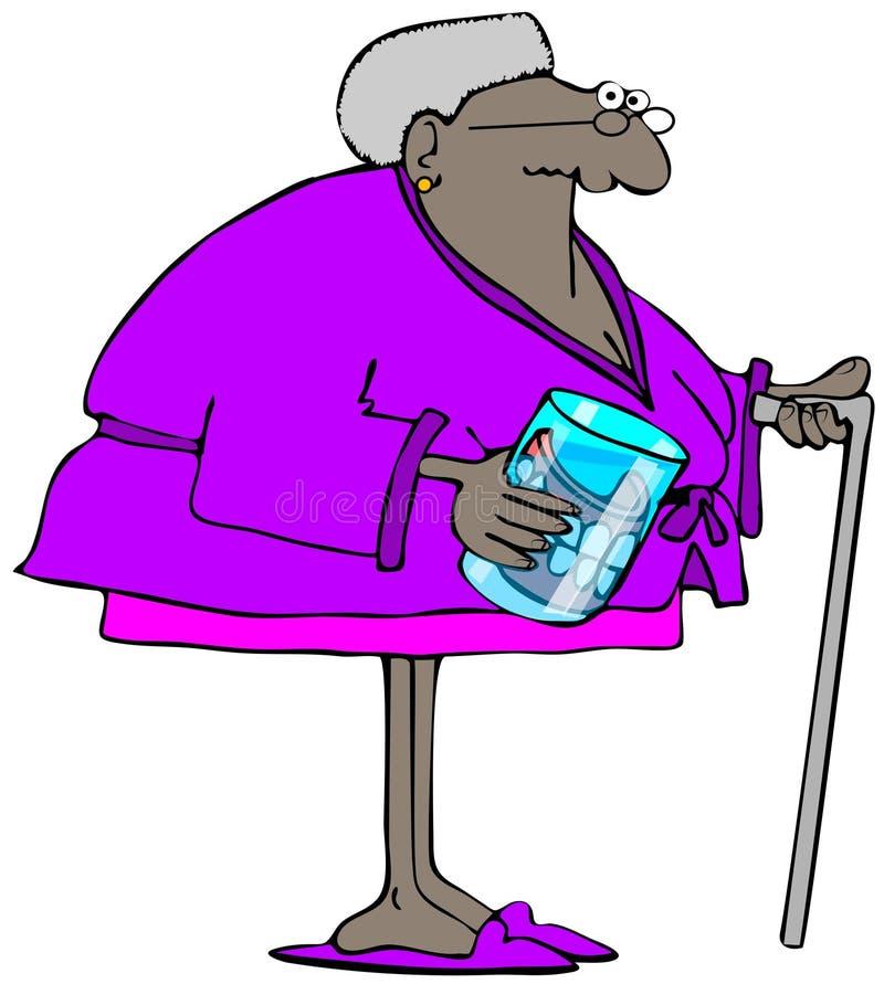 Alte Frau mit ihren Gebissen in einem Glas lizenzfreie abbildung