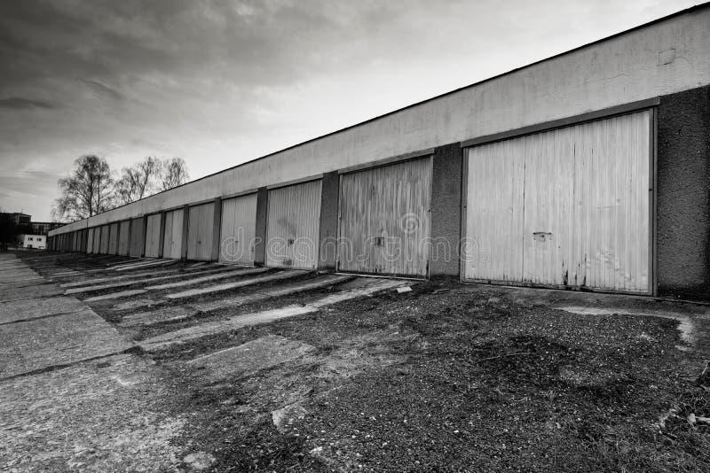 Download Alte Garagen Mit Tor- Und Steinplatten Stockbild - Bild von architektur, schwarzes: 90237647