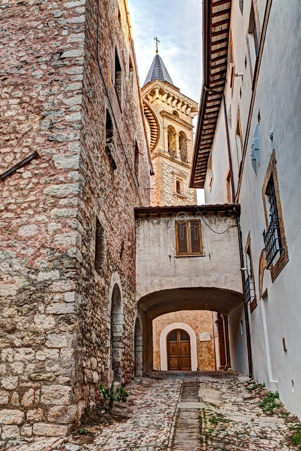 Alte Gasse in Trevi, Umbrien, Italien lizenzfreies stockbild