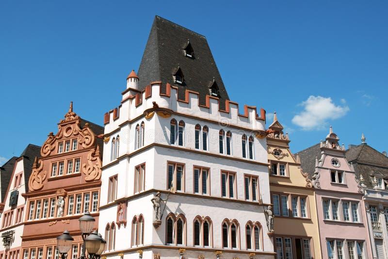 Alte Gebäude in der alten Stadt von Trier stockfotografie