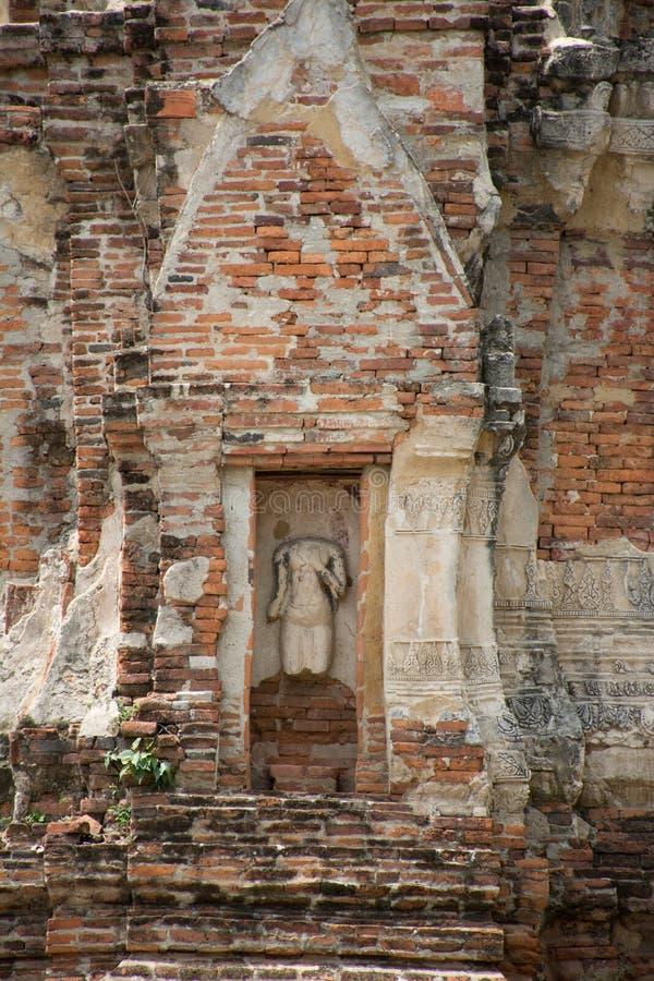 Alte gebrochene Buddha-Statue lizenzfreie stockbilder