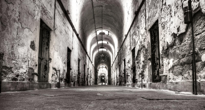 Alte Gefängnis-Halle lizenzfreie stockbilder