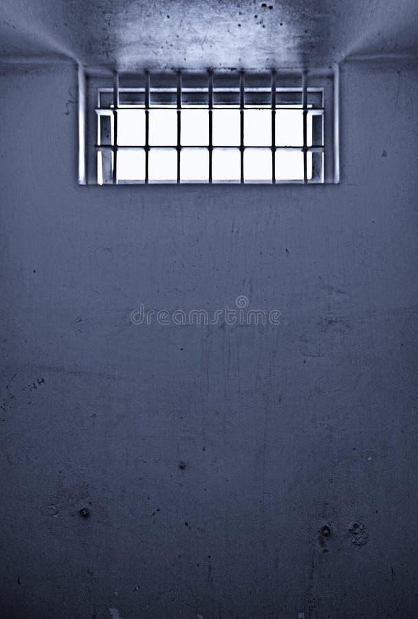 Alte Gefängniszelle mit abgehaltenem Fenster lizenzfreies stockfoto