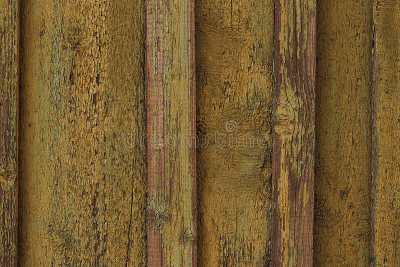 Alte gelbe Schalenfarbe der Holzoberfl?che Alter h?lzerner Zaun ?-? beanspruchte gelbe Farbe auf h?lzernen Brettern stark H?lzern lizenzfreie stockfotografie