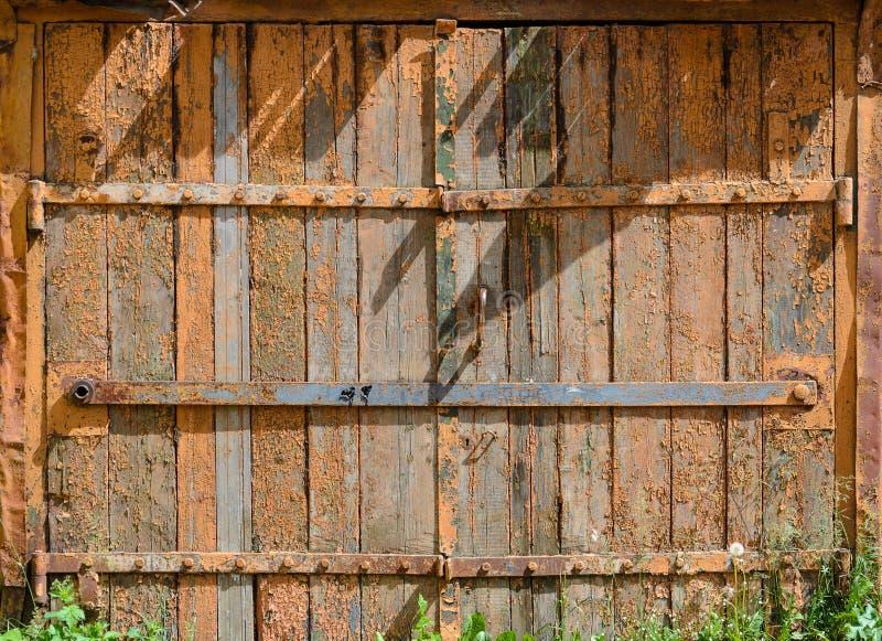 Alte gemalte Holztür lizenzfreie stockfotos