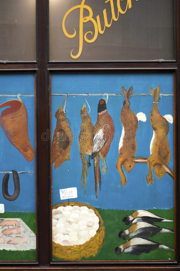 Alte gemalte Straße Metzger-Shop Showcase Nears Liverpool lizenzfreies stockbild