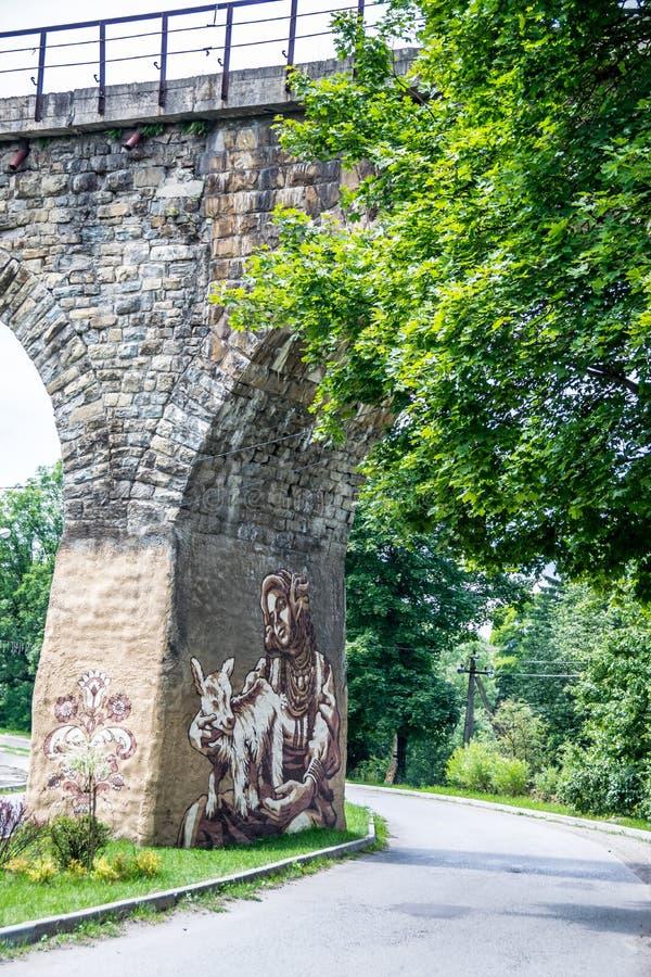 Alte gewölbte Eisenbahnbrücke des Steins lizenzfreies stockbild