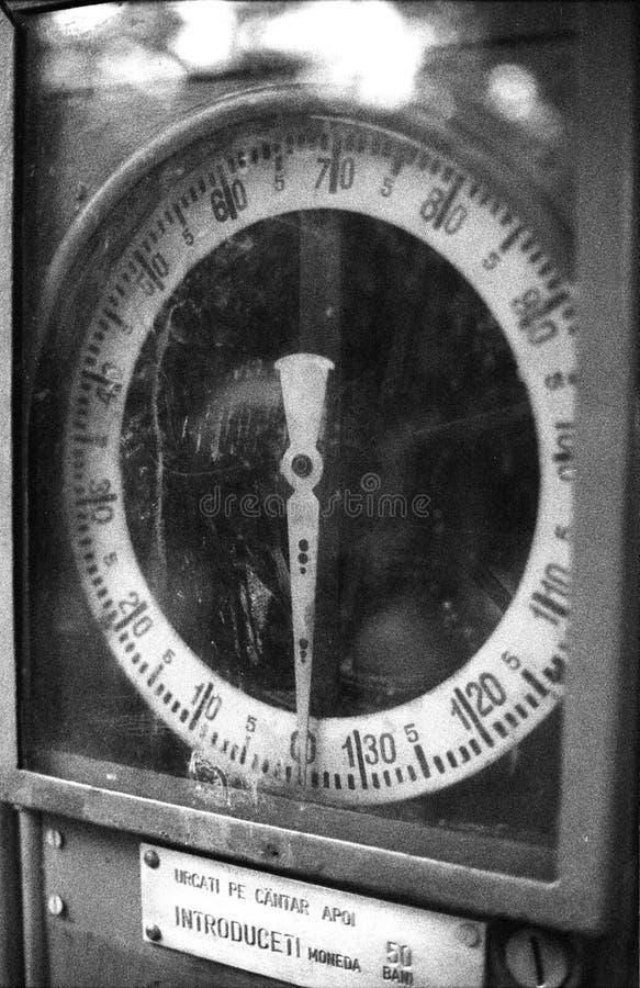 Alte Gewichtskala lizenzfreie stockfotografie
