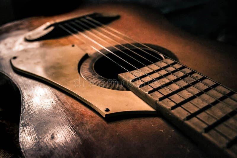 Alte Gitarre lizenzfreies stockbild